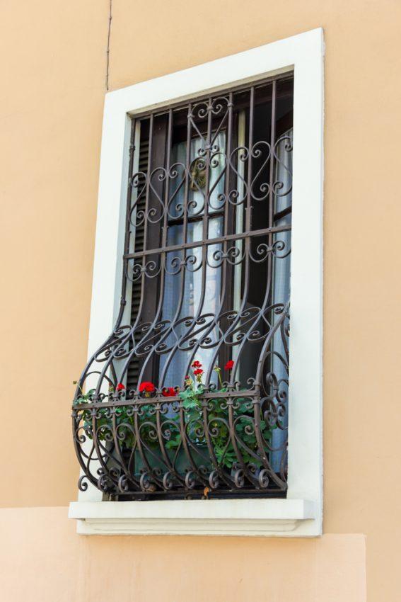 סורג לחלון ארוך וצר