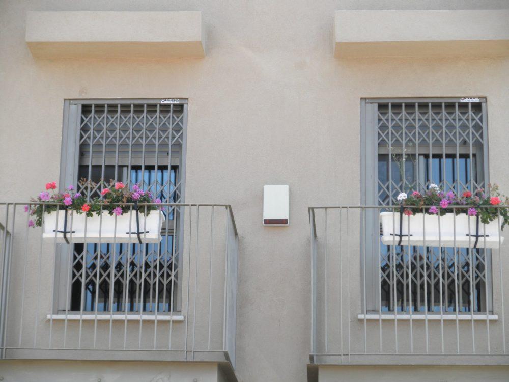 סורג לחלונות גבוהים
