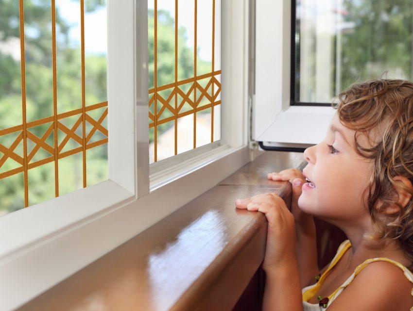 סורג לחלון בצבע ברונזה