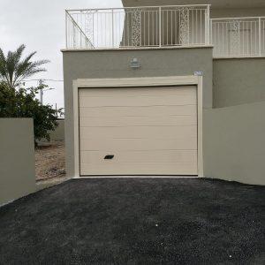 שער למוסך או חנייה