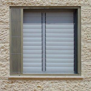סורג לחלון נפתח ונסגר