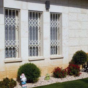 סורג לחלונות צרים ארוכים