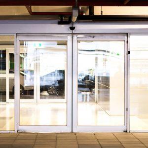 דלת זכוכית אוטמטית